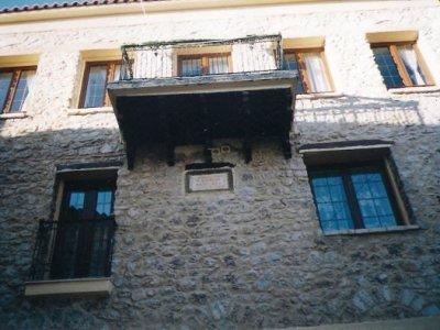 Προσθήκη παταριού-στέγης και εργασίες ανακαίνισης πολυτελούς κατοικίας στην Αράχωβα