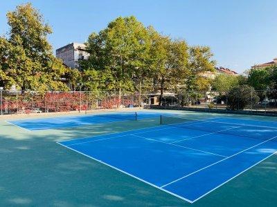 Ασφαλτόστρωση και τοποθέτηση ακρυλικού τάπητα σε υπαίθρια γήπεδα αντισφαίρισης στην Σκύδρα