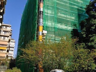 Επισκευαστικές εργασίες σε όψεις πολυκατοικίας στο Παλαιό Φάληρο