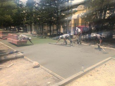 Κατασκευή έγχρωμου δαπέδου στους διαδρόμους του Άλσους Καραϊσκάκη