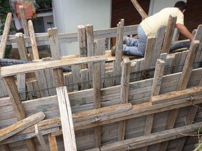 Κατασκευή τοιχείου αντιστήριξης σε ακάλυπτο χώρο πολυκατοικίας