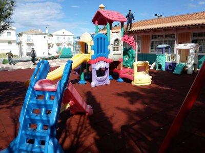 Τοποθέτηση δαπέδου ασφαλείας σε νηπιαγωγείο στο Πόρτο Χέλι